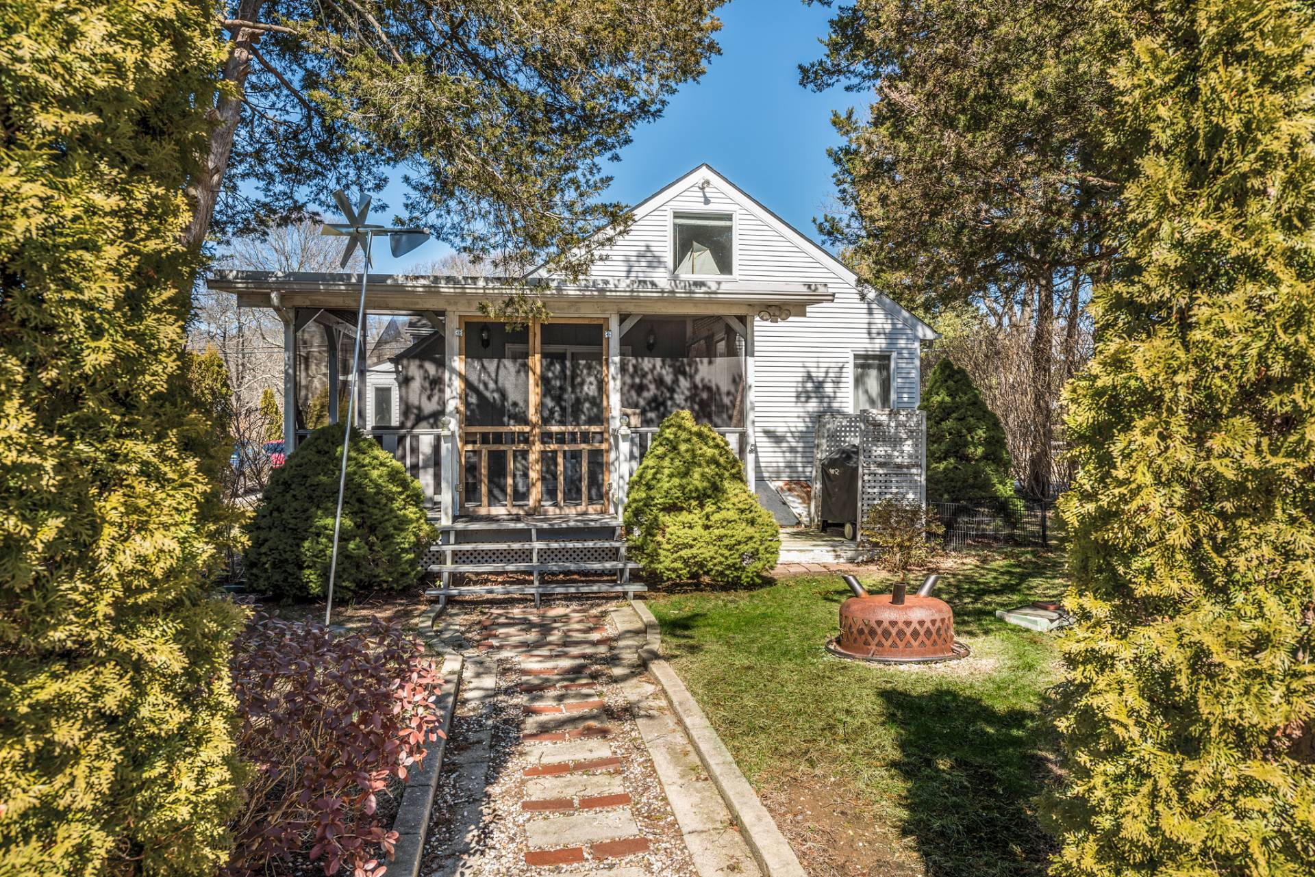 Additional photo for property listing at Charming Cottage 58 Fanning Avenue,  Hampton Bays, New York