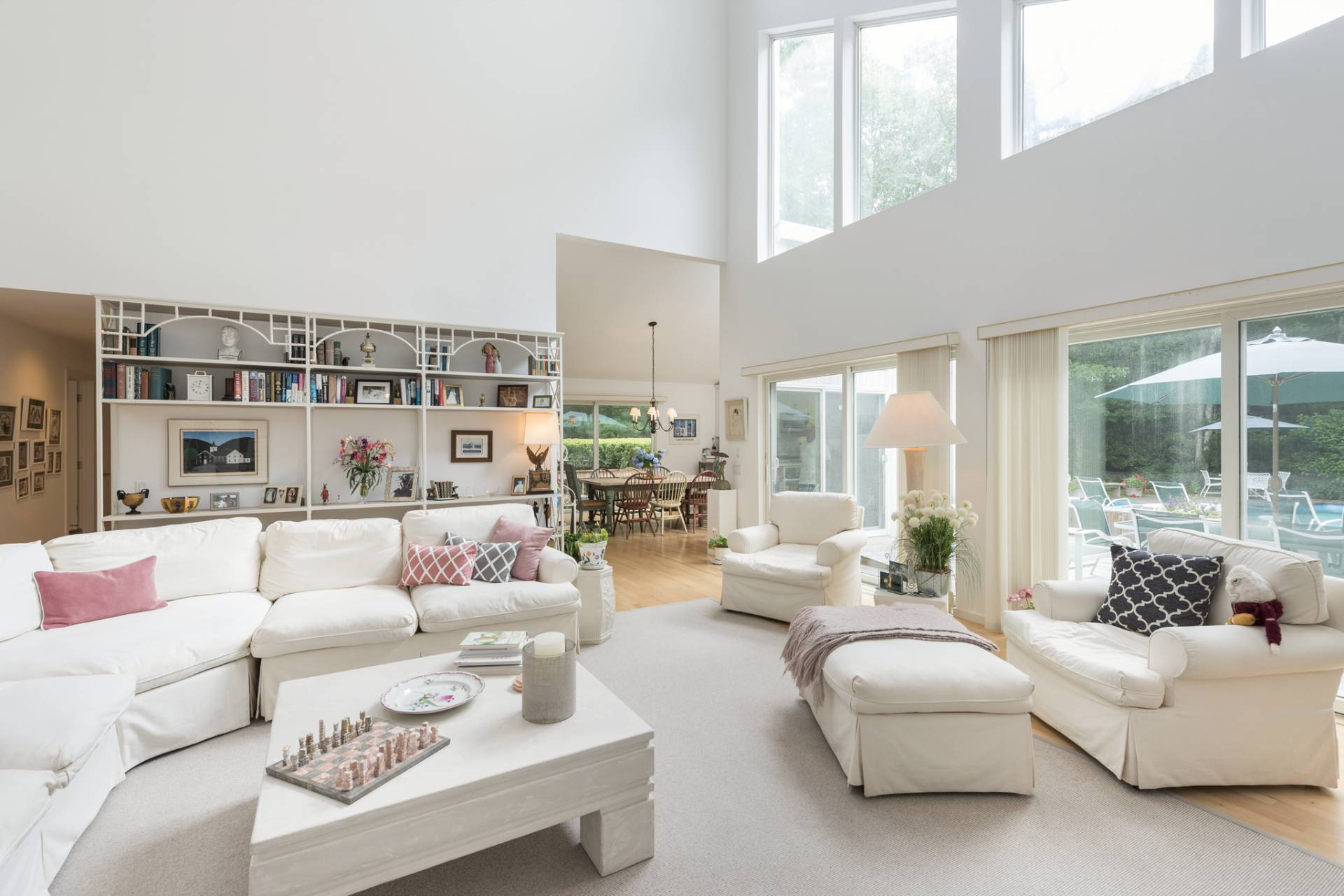 Additional Photo For Property Listing At Bright Airy And Open Contemporary 20 Quarty Circle