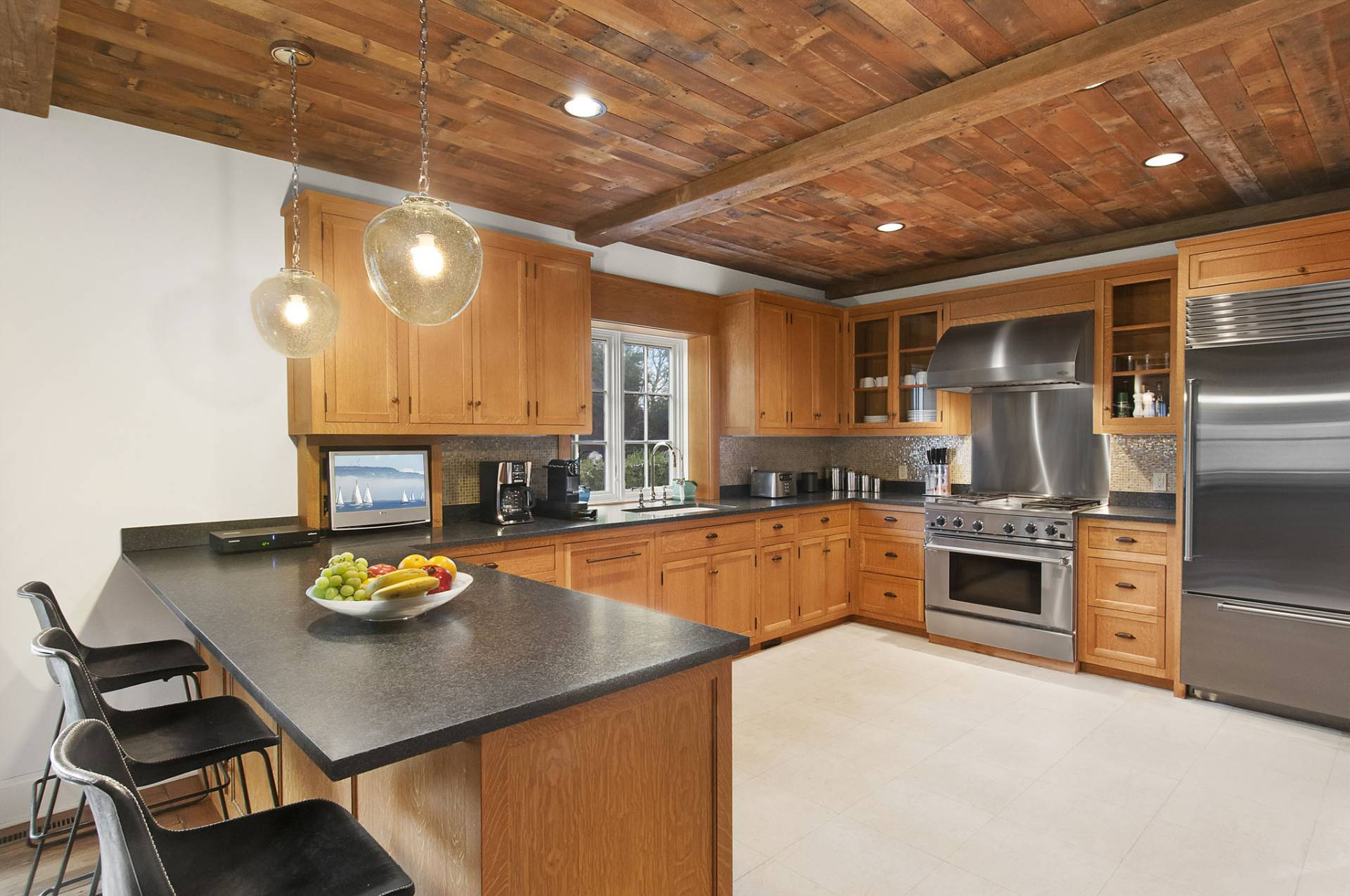 Additional photo for property listing at Modern Conveniences Close To Village And Beaches  East Hampton, New York
